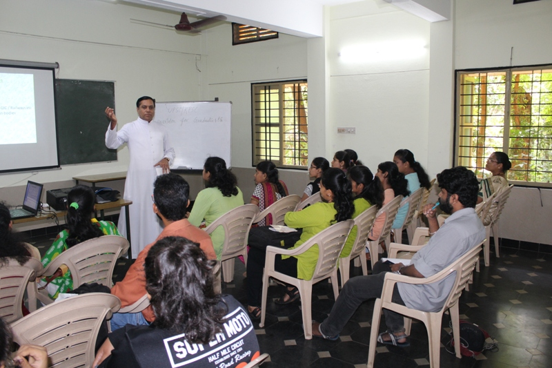 <b>Orientation to UPSC/KPSC Aspirants</b>