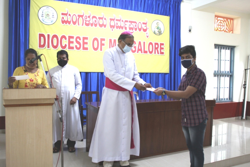 <b>Diocese of Mangalore & CODP disburse Education Aid to needy students and organize Awareness on Cancer</b>